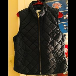 Woman's Old navy puffer vest!